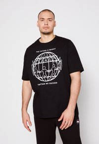 Tommy Hilfiger - ONE PLANET FRONT LOGO TEE UNISEX - Print T-shirt - black - 0