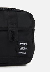 Samsøe Samsøe - CROSSBODY BAG UNISEX - Across body bag - black - 3