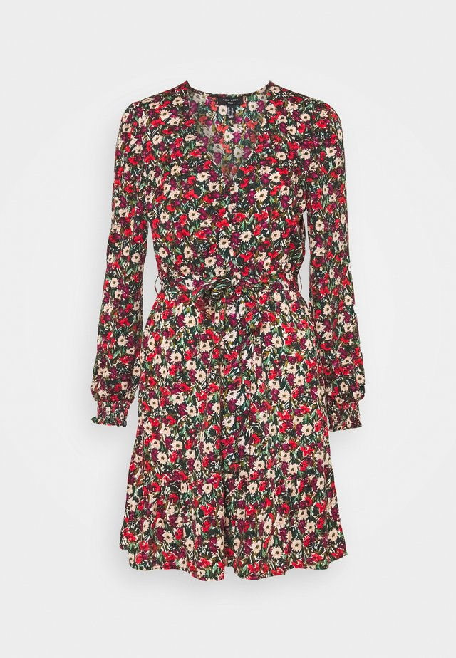 ELLA FLORAL WRAP TEA DRESS - Hverdagskjoler - black pattern