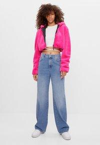 Bershka - MIT KAPUZE - Fleecová bunda - neon pink - 1