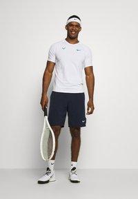 Nike Performance - RAFAEL NADALEL NADAL - T-shirt med print - white/lucid green - 1