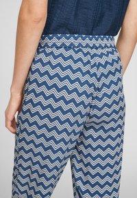s.Oliver - BROEKEN - Trousers - faded blue zic zac stripes - 4