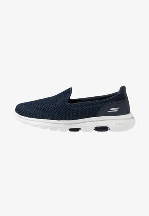 GO WALK 5 - Walking trainers - navy/white