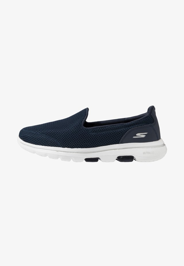 GO WALK 5 - Chaussures de course - navy/white