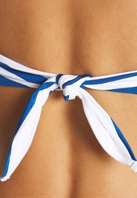 Max Mara Leisure - FIGURA TRIANGLE - Bikini top - weiß - 5