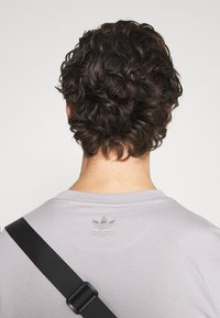adidas Originals - TREFOIL TEE UNISEX - Print T-shirt - grey - 4