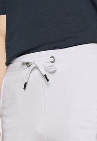 Alpha Industries - BASIC SMALL LOGO - Shorts - white - 3