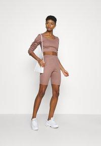 Missguided - RIB CROP TOP & CYCLING SHORT SET - Shorts - brown - 1