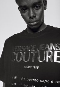 Versace Jeans Couture - MOUSE - Print T-shirt - black/gold - 5