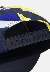 Armani Exchange - BASEBALL ALLOVER BASEBALL CAP ALLOVER UNISEX - Cappellino - yellow/blue/white - 3