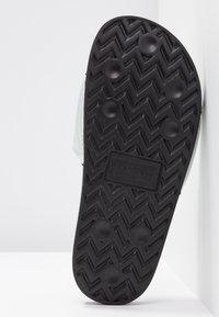 Levi's® - JUNE BATWING - Sandalias planas - regular black - 6