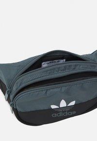adidas Originals - SLICED WAISTBAG UNISEX - Bum bag - blue oxide/black - 2