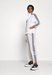 adidas Originals - ADICOLOR SPORT INSPIRED NYLON JACKET - Windbreaker - white - 1