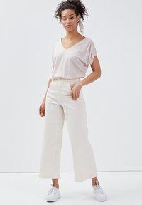 BONOBO Jeans - Camiseta estampada - rose pastel - 1