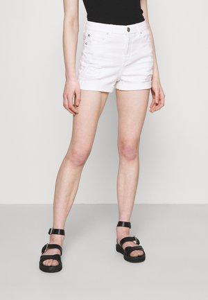 CURVY SHORTIE - Short en jean - white