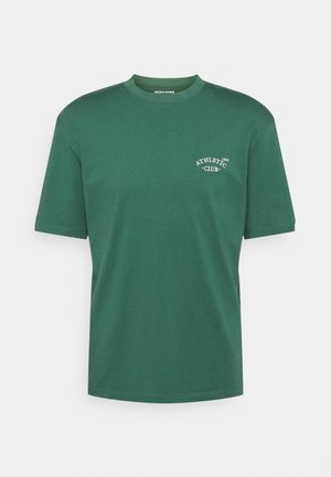 JORTOBIAS TEE CREW NECK CHEST UNISEX - T-shirts - trekking green