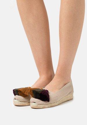 Wedge sandals - burdeos/verde/mostaza