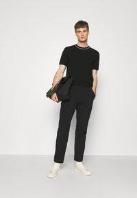 rag & bone - FLYNT PANT IN TECH - Pantalon classique - black - 1