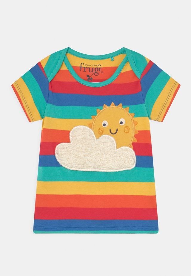BOBSTER APPLIQUE UNISEX - T-shirt con stampa - rainbow/sun