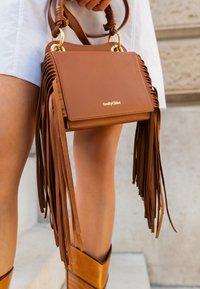See by Chloé - TILDA FRINGE BAG - Handbag - caramello - 4