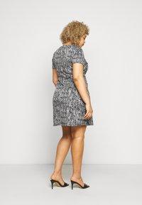 CAPSULE by Simply Be - PONTE POCKET SHIFT DRESS - Vapaa-ajan mekko - black - 2