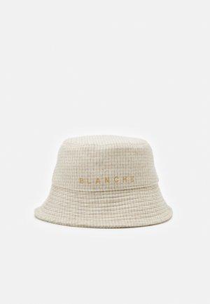 EXCLUSIVE BUCKET HAT - Hat - brown