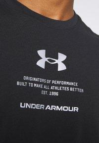 Under Armour - ORIGINATORS OF PERFORMANCE - T-shirt print - black - 5