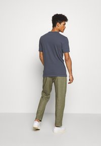 CLOSED - BOSTON RELAXED - Trousers - soft khaki - 2