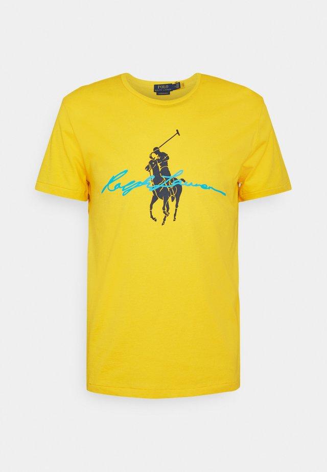 T-shirt con stampa - yellowfin