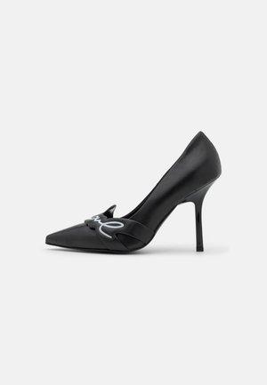 SARABANDE SIGNATURE LOGO COURT - High heels - black