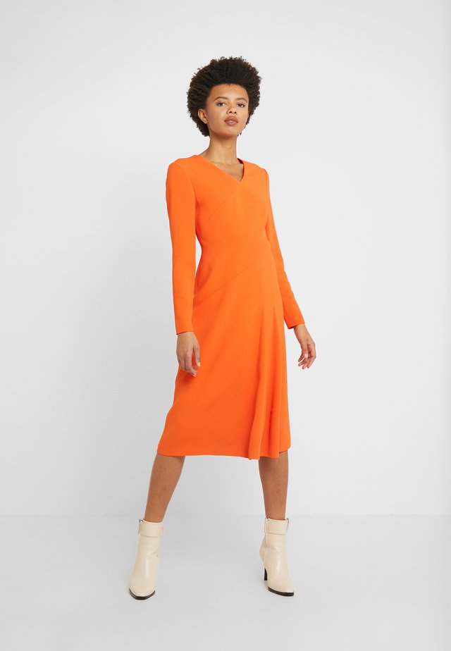 DHOTI - Sukienka letnia - tropical orange