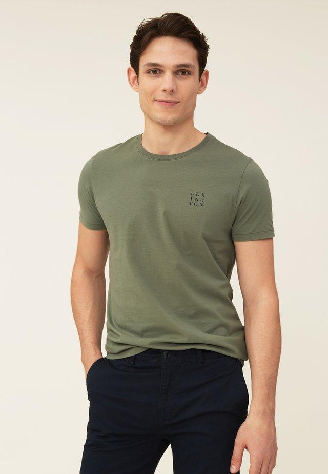 MAX - T-shirts - green