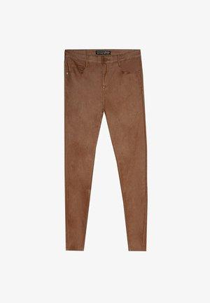 MIT HOHEM BUND - Kalhoty - stone