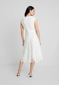 IVY & OAK - Robe de soirée - snow white - 3