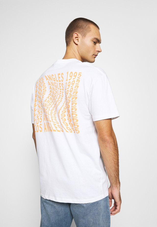 PAC LA - T-shirt con stampa - white/orange