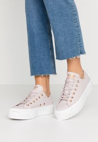 Converse - CHUCK TAYLOR ALL STAR LIFT SPECKLED - Sneakers basse - platinum violet/rose maroon/white - 0