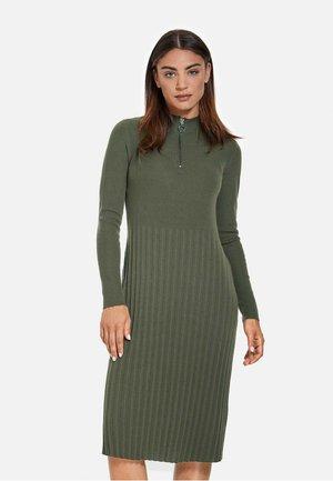 MIT PLISSÉEFALTEN - Gebreide jurk - dark green