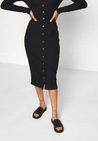 Glamorous Tall - BUTTON DOWN LONG SLEEVE DRESS - Pletené šaty - black - 4