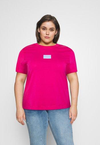 SHINE BADGE TEE - Basic T-shirt - pink