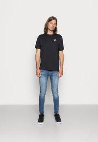 Nike Sportswear - CLUB TEE - T-paita - black/white - 1