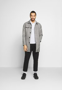 Only & Sons - ONSARCHER CARCOAT  - Trenchcoat - black/checks - 1