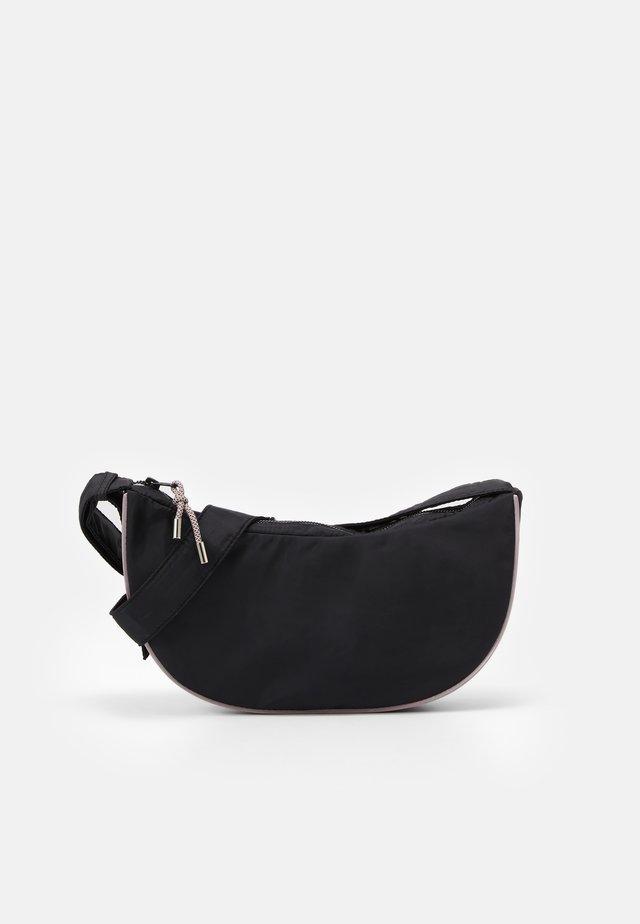 DULL MOON BAG - Taška spříčným popruhem - black