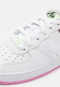 Nike Sportswear - AIR FORCE 1 '07 - Trainers - white/pink rise/barely volt/black - 5