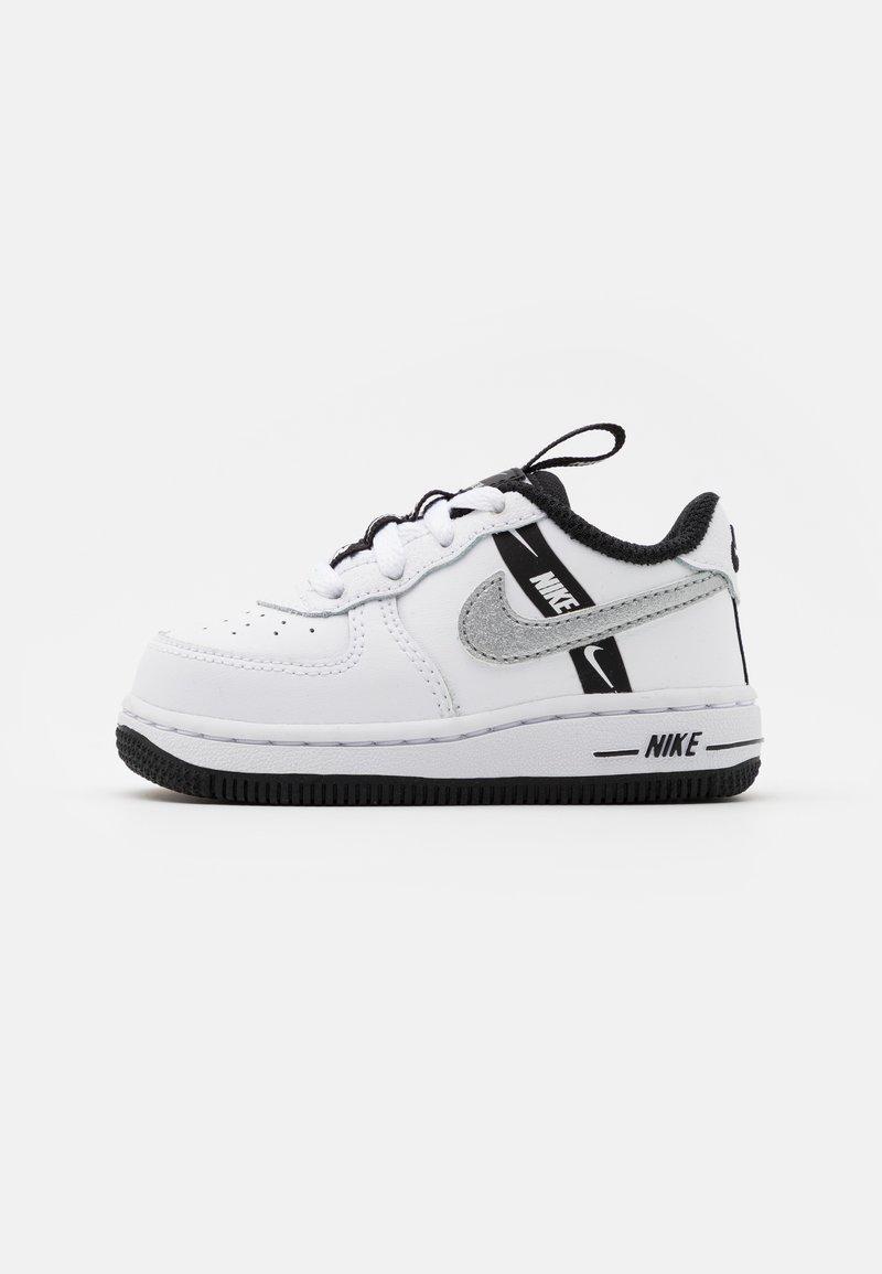 Nike Sportswear - FORCE 1 UNISEX - Lauflernschuh - white/black/silver