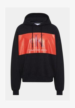 OVERSIZED LARGE BADGE HOODIE UNISEX - Sweatshirts - black