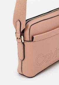 Calvin Klein - CAMERA BAG - Olkalaukku - pink - 3