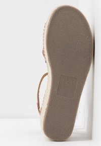 New Look Wide Fit - WIDE FIT POPPINS - Sandali con plateau - tan - 6