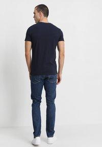 Calvin Klein Jeans - SMALL INSTIT LOGO CHEST TEE - Basic T-shirt - blue - 2