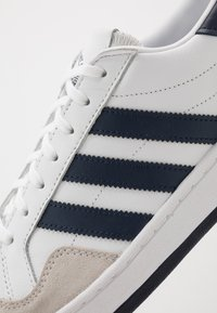 adidas Originals - TEAM COURT - Sneakers basse - footwear white/collegiate navy/core black - 5