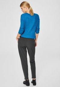 Selected Femme - MID WAIST - Trousers - dark grey - 2